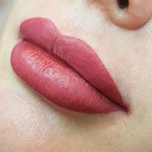 перманентный макияж губ сразу после процедуры