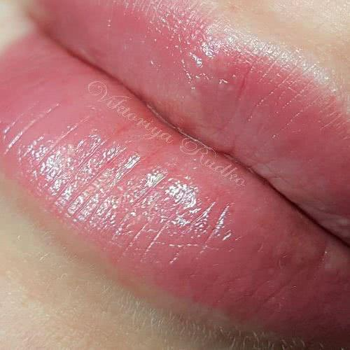 нежные губы татуаж заживший