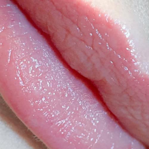 Natural color permanent lips makeup