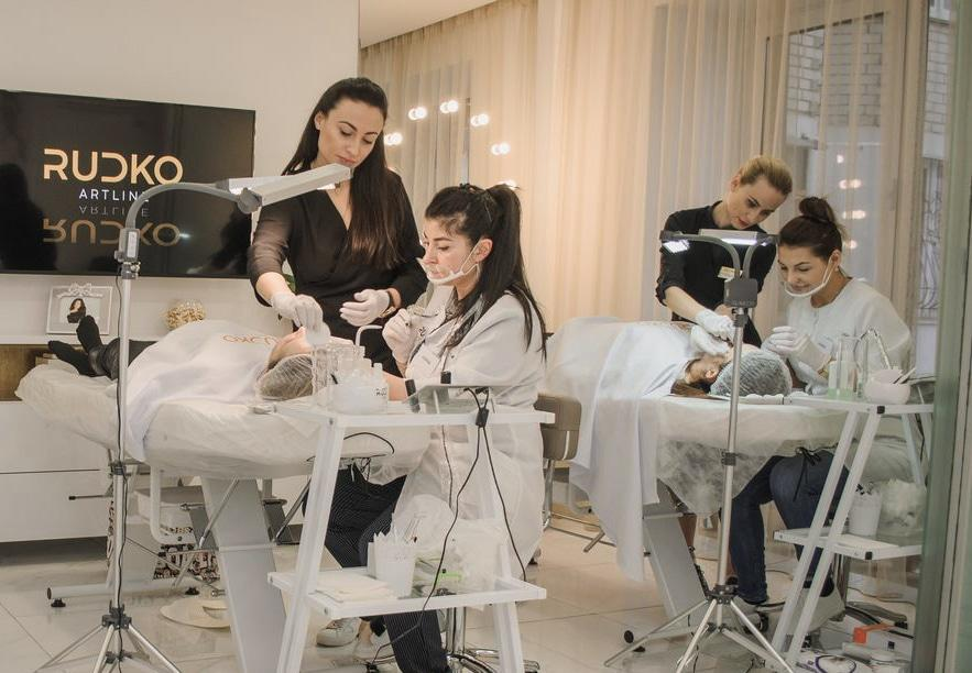 Permanent makeup training - basic course in permanent makeup school